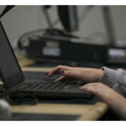 Menina-computador